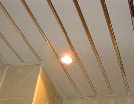 отделка потолка кухни реечный потолок