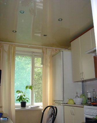 отделка потолка кухни натяжной потолок