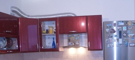Монтаж воздуховода и вытяжки на кухне