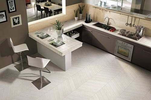 плитка под белый паркет в отделке кухни