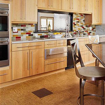 напольное покрытие влияет на восприятие кухни