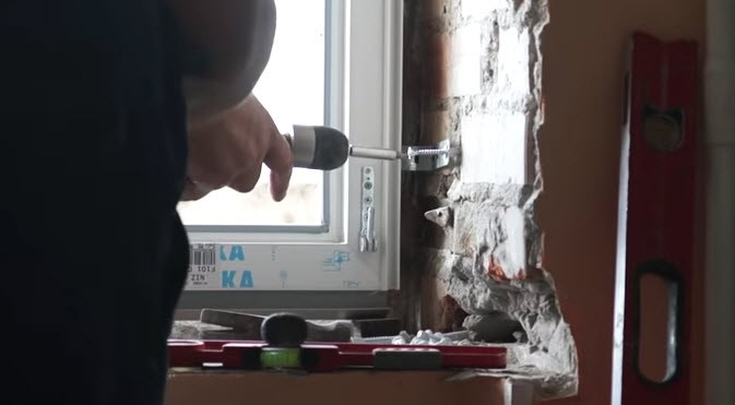 Установка пластикового окна на кухне
