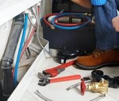 Повреждения водопровода на кухне: что делать и как исправить