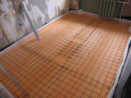 Стяжка кухни с утеплением, Монтаж армирующей сетки