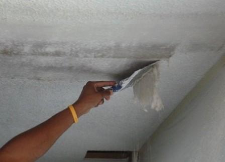 шпаклевка-потолка-кухни-снятие-побелки