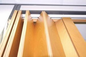 Складные двери гармошка на кухне