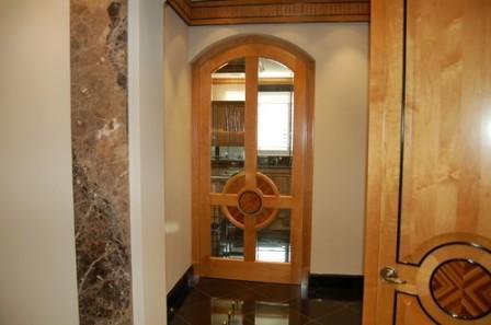 дверь со стеклом в кухню