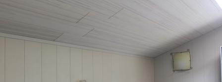 деревянный-потолок-на-кухне-3