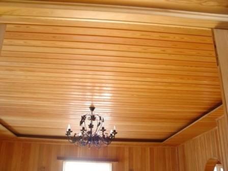 деревянный-потолок-на-кухне-8