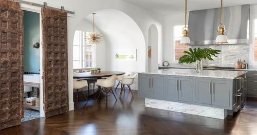 современная-кухня-арка-у-окна