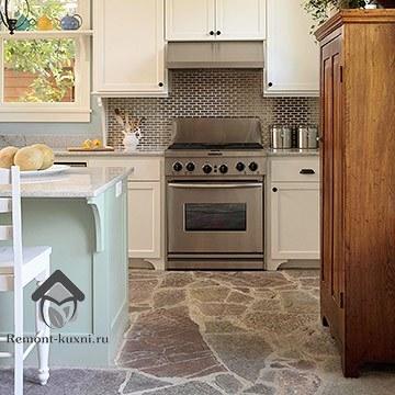 укладка-натурального камня-на-пол-кухни-2