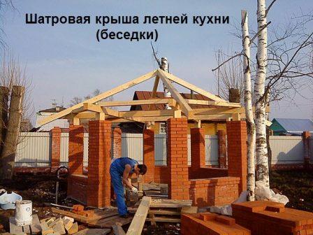 шатровая крыша летней кухни