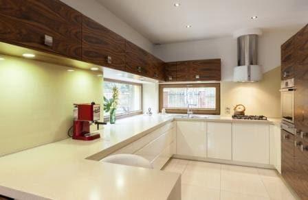 большая прямоугольная кухня