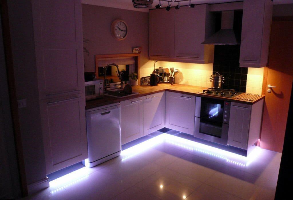 Освещение пола кухни