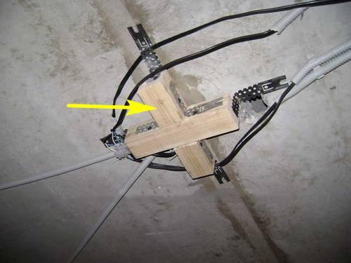 Пример закладной под люстру натяжного потолка