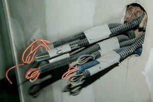Как могут помочь услуги электромонтажа в квартире и доме