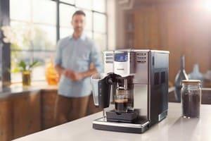 Почему протекает вода из-под корпуса кофемашины?