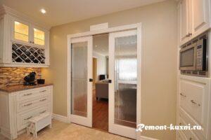 Как выбрать дверь на кухню, чтобы потом не жалеть